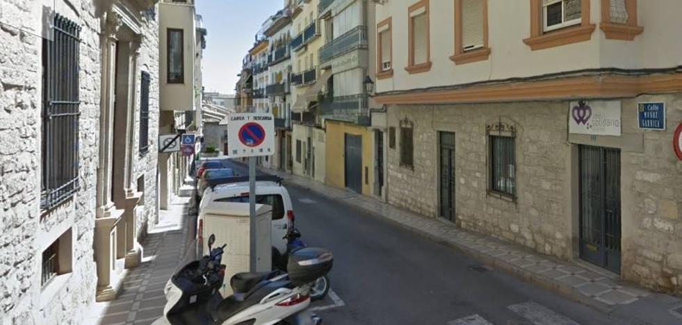 La calle Muñoz Garnica permanecerá cerrada al tráfico tres días para una reparación urgente en la red de agua