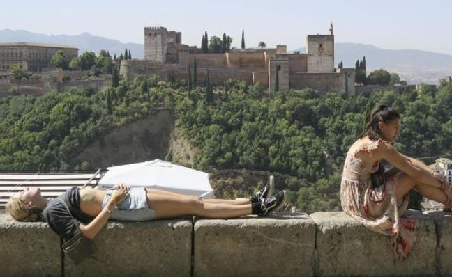 Granada vive el inicio de octubre con más calor de su historia