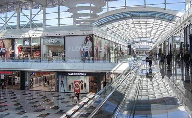 ¿Qué horarios tienen los Centros Comerciales de Granada en el Puente del Pilar?