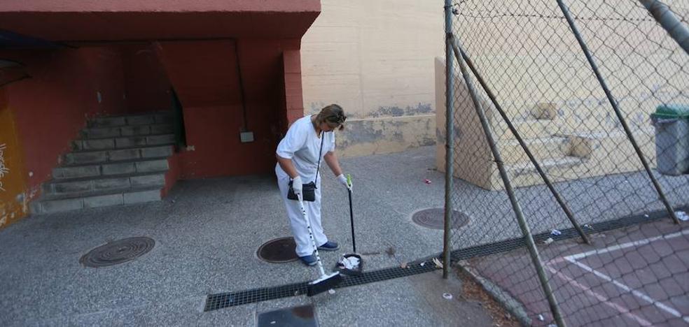 Educación envía hoy a La Latina a una empresa de limpieza para que los alumnos puedan volver a clase