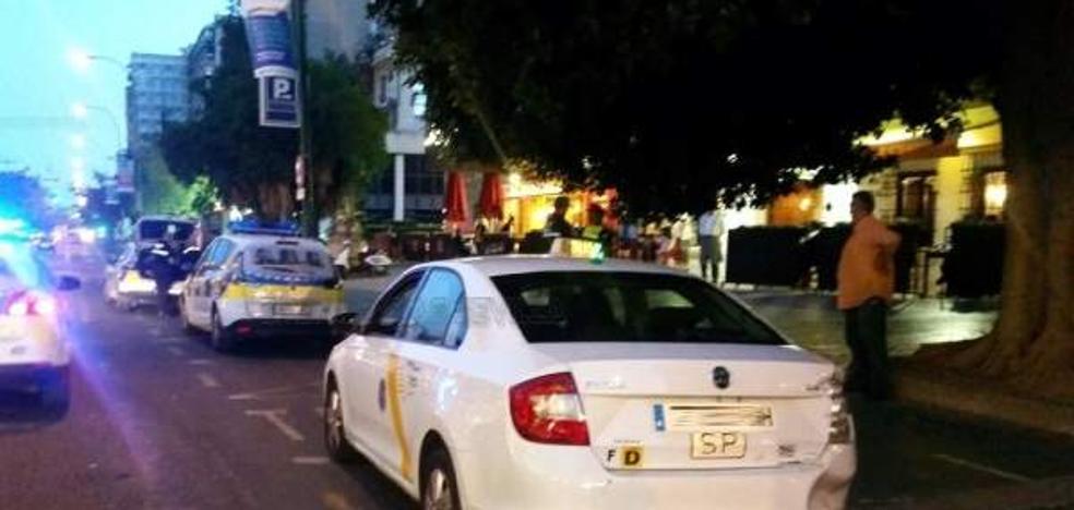 """4 taxistas andaluces, con pasajeros dentro, persiguen y agreden a compañeros que """"invadieron"""" su zona"""
