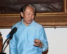 El profesor Zhao Zhenjiang, catedrático de la Universidad de Pekín, recibe la Mención especial de la UGR