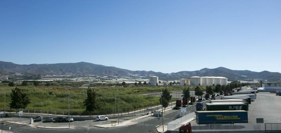 El puerto creará un aparcamiento para 260 camiones ante el aumento del tráfico con Tánger