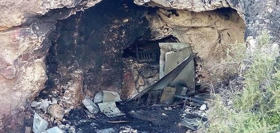 Piden 8 años de internamiento cerrado para el menor acusado de provocar el incendio mortal en la cueva