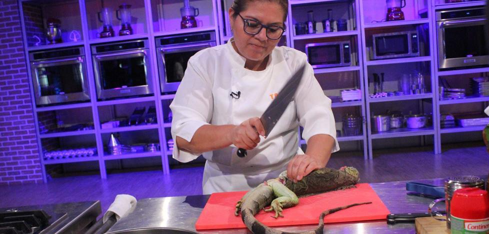 Clamor contra 'Top Chef El Salvador' por matar y cocinar iguanas en directo