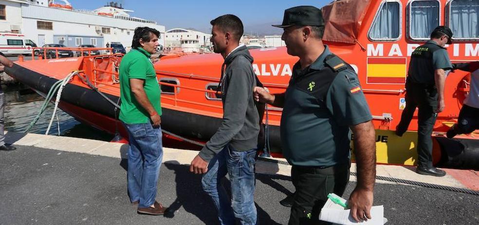 Llegan en buen estado a Motril los 65 inmigrantes rescatados de dos pateras