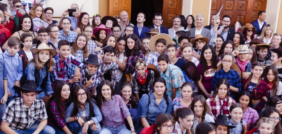 La séptima edición del Almería Western Film Festival levanta el telón en el teatro de Tabernas