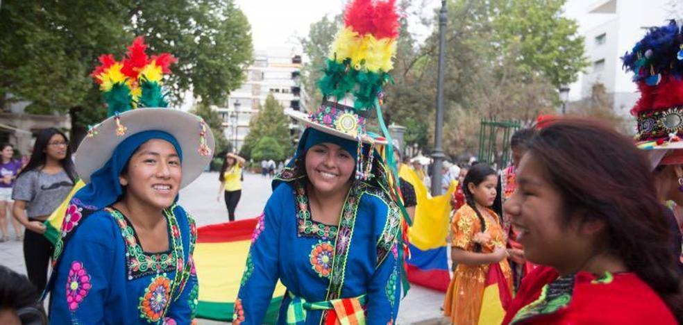Granada celebra el día de la Hispanidad y el Mestizaje con la vuelta del desfile