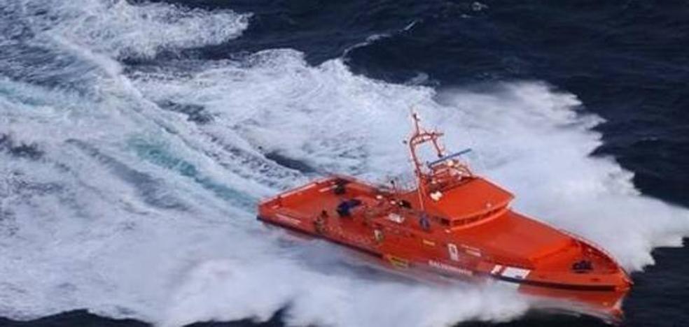 Salvamento Marítimo rescata a 55 subsaharianos que viajaban en una patera