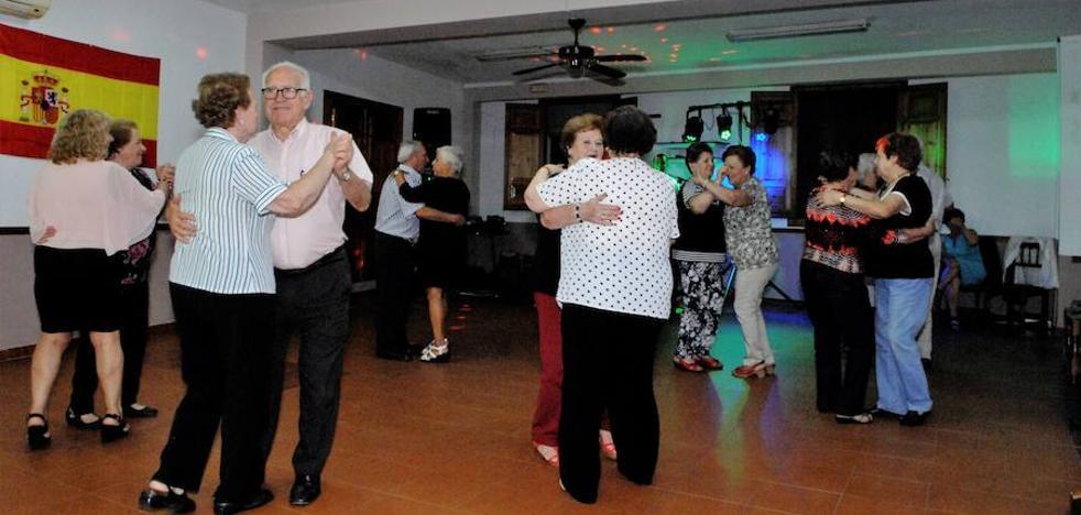 Lanjarón celebra la Verbena del Día de la Hispanidad con degustaciones, baile y música en directo en el Hogar del Pensionista