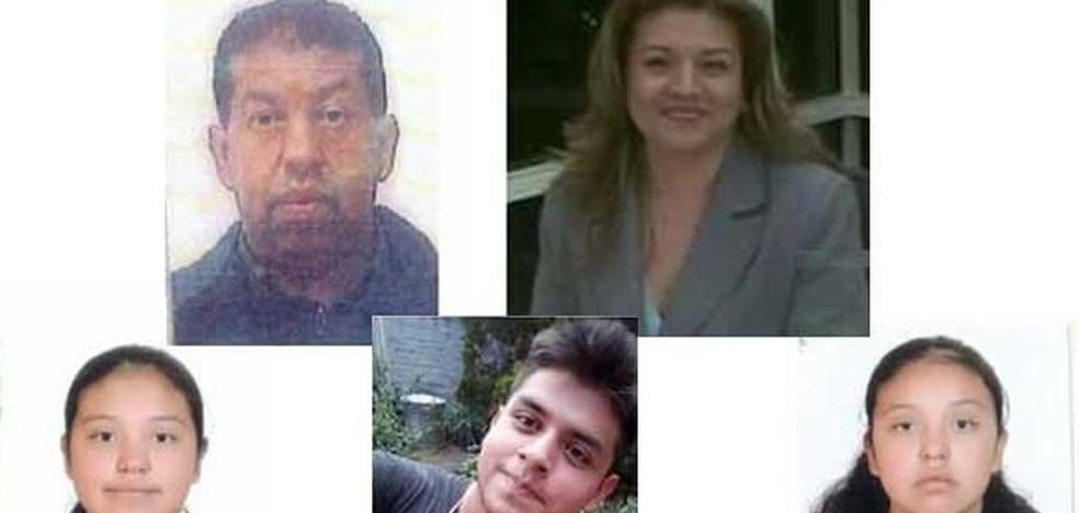 Encuentran a los 5 miembros de una familia enterrados en el patio de su casa