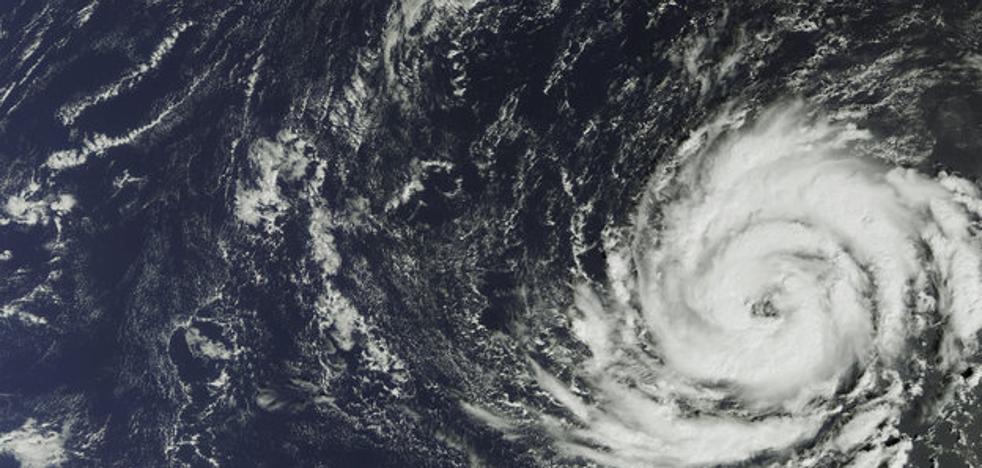 Así es el tremendo huracán Ophelia que viene a España