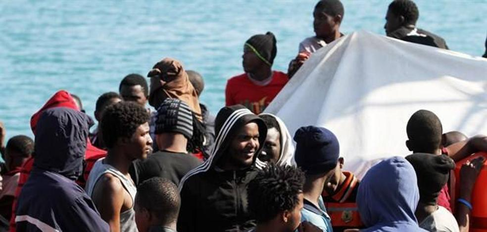 Llegan al puerto de Motril los 67 inmigrantes rescatados en cercanías de Alborán