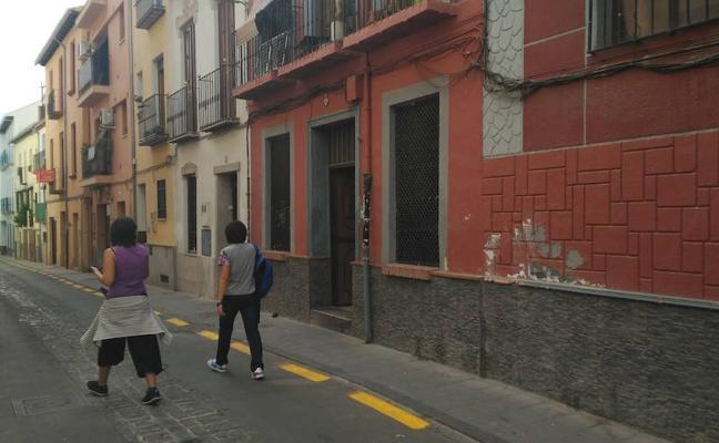 Un fuego calcina un ático en la calle Damasqueros del Realejo