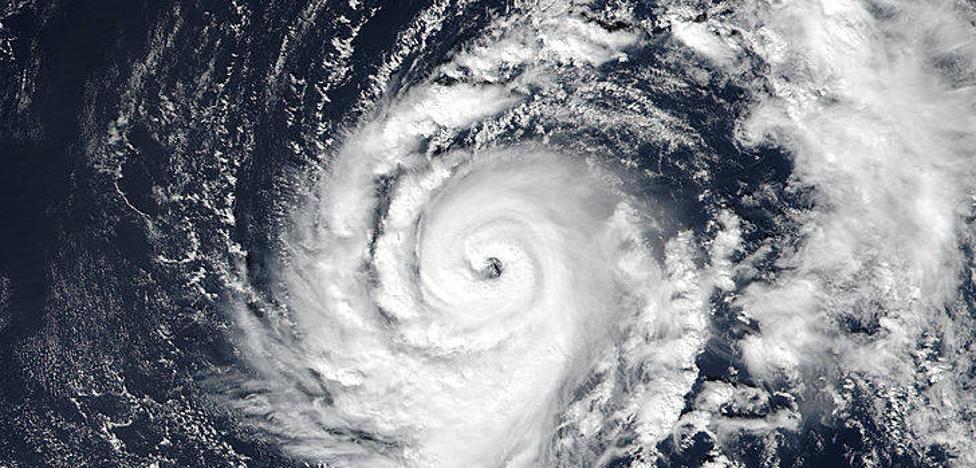 El vídeo del huracán Ofelia que amenaza a España