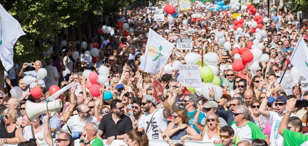 Granada llena las calles de nuevo en defensa de la Sanidad