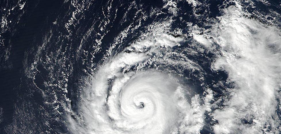 El gran efecto del huracán Ofelia en España: habrá olas de 4 a 5 metros
