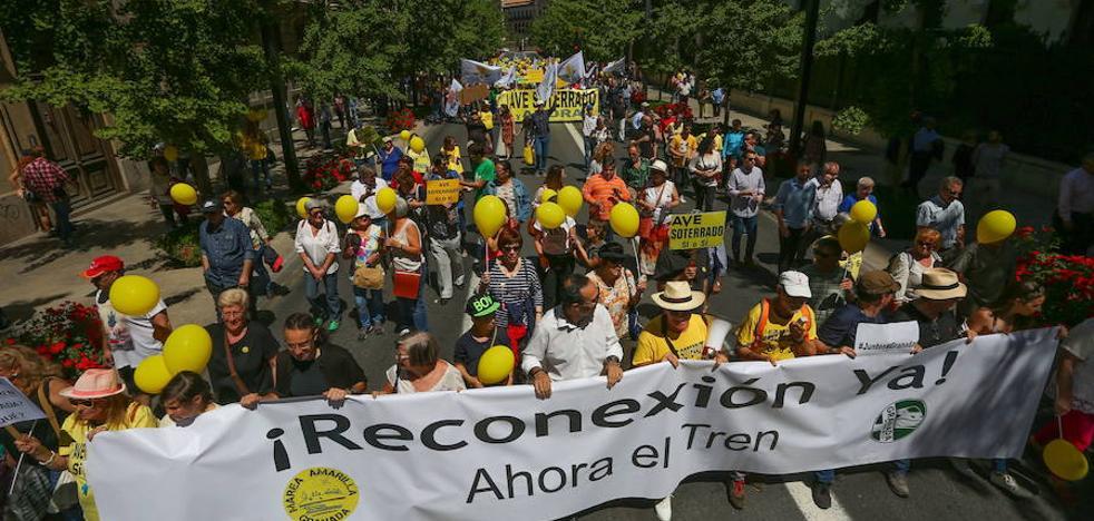 Convocan nuevas marchas y prometen subir la contundencia para conseguir un AVE a Granada soterrado