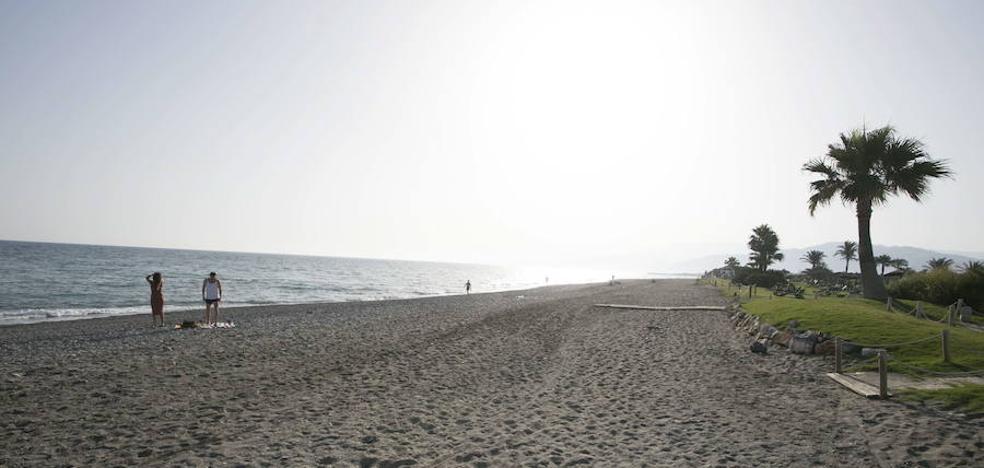 Motril contará con la primera playa de Andalucía en la que estará prohibido fumar