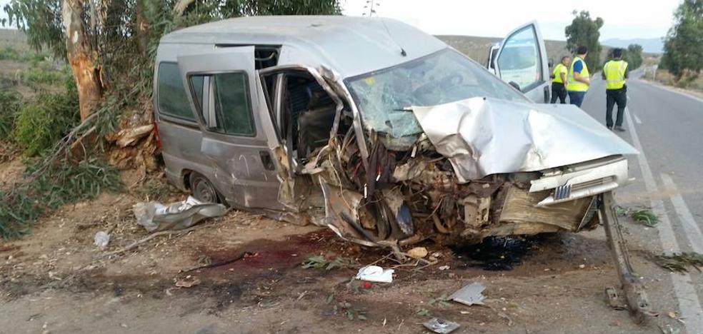 Dos heridos graves al sufrir un accidente en la carretera de Cabo de Gata