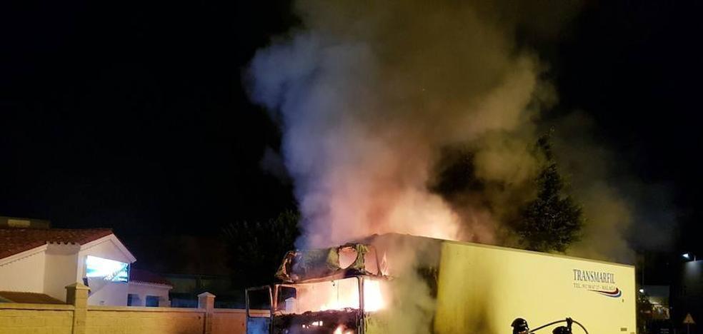 Arde un camión en Huércal de Almería