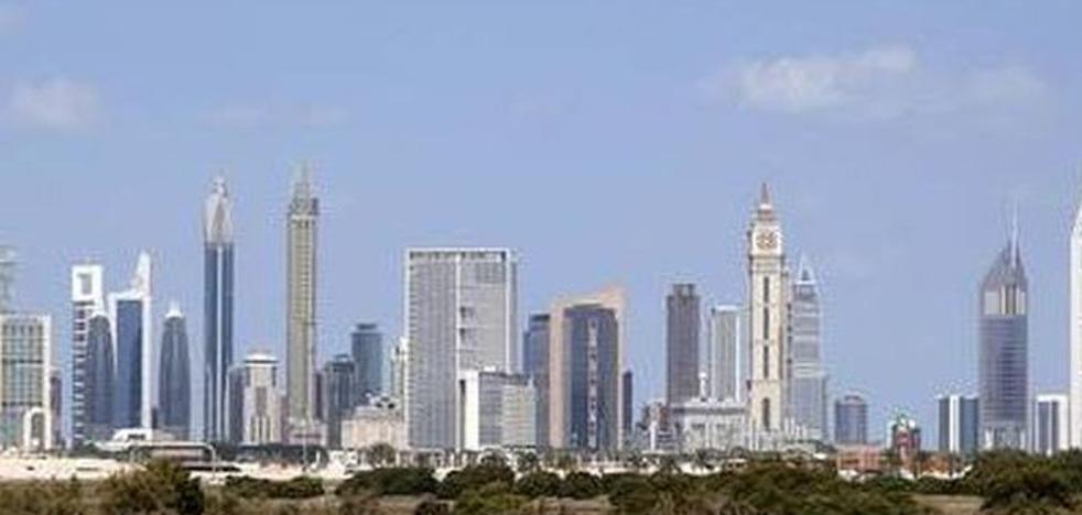 El simple gesto que puede costarle tres años de cárcel a un hombre en Dubái