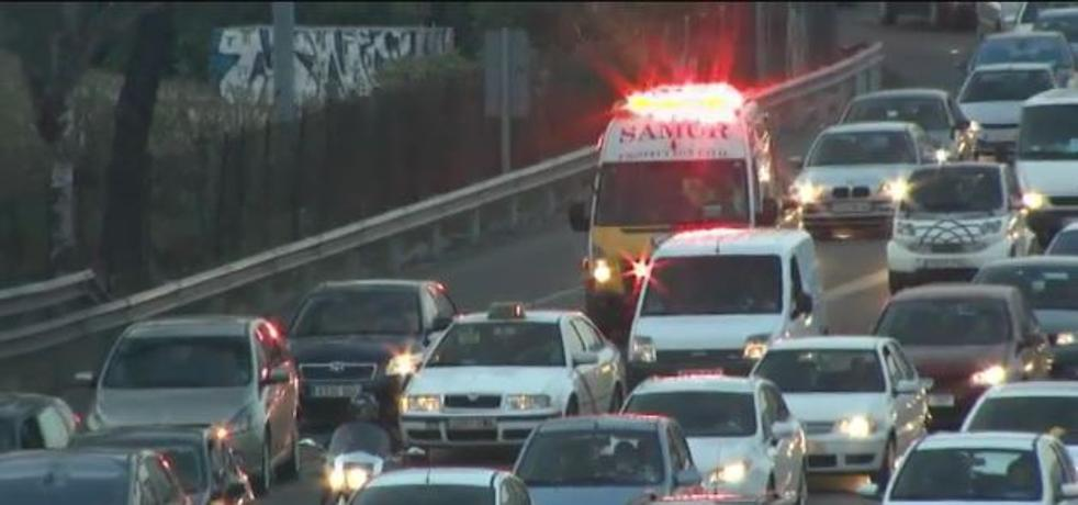 ¿Sabes qué hacer cuando te encuentras con una ambulancia en la carretera?