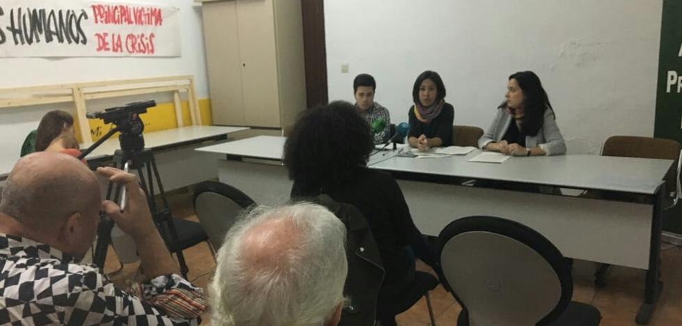 Una mujer maltratada con un hijo discapacitado denuncia a la Junta para exigir una vivienda