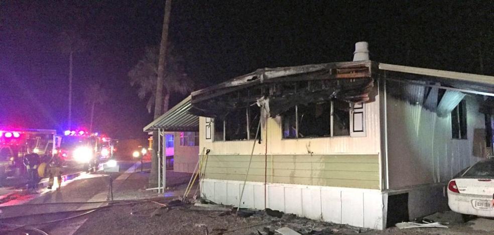 Un hombre intenta matar unas arañas con un soplete y acaba incendiando toda su casa