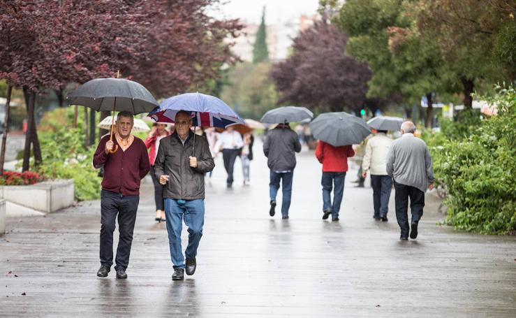 Primer día de lluvia en Granada después de cinco meses