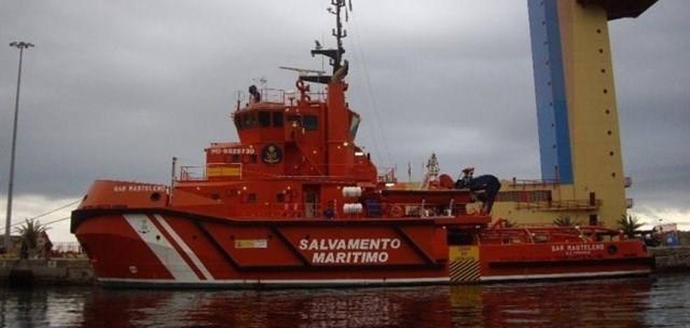 Buscan tres pateras en aguas del Mar de Alborán, dos de ellas con una treintena de personas