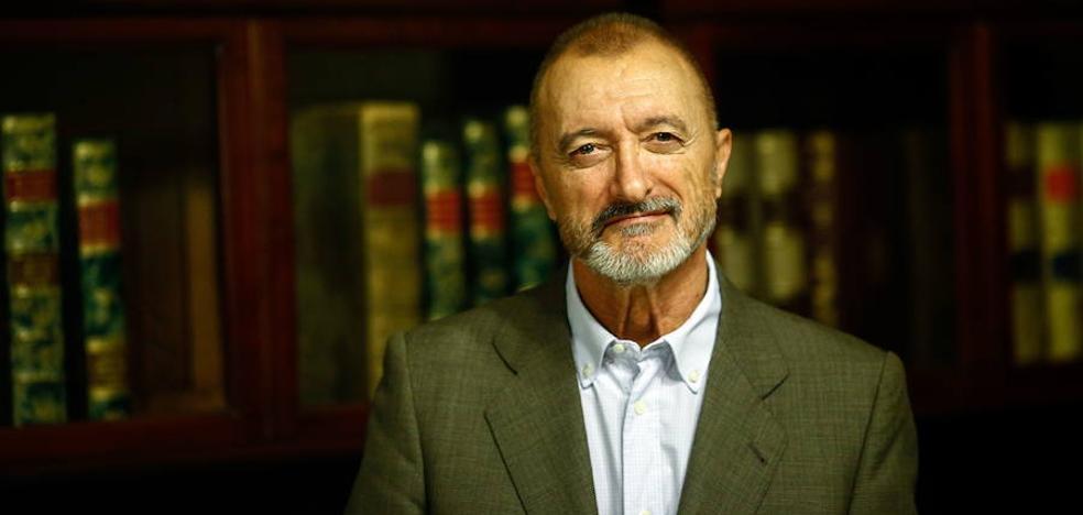Pérez-Reverte gana el Premio Internacional Barcino de Novela Histórica
