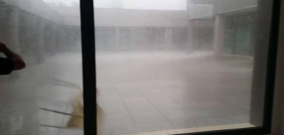 Así se vivió la tormenta en la Jefatura de Policía en Almería