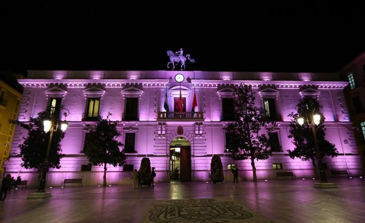 Granada se 'ilumina' de rosa en el Día Mundial del cáncer de mama