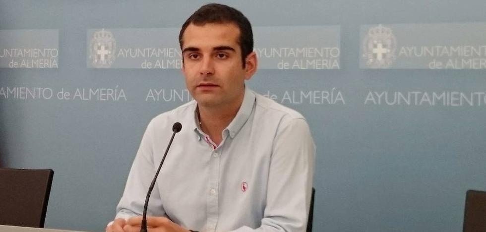 """El alcalde de Almería condena y tacha de """"racistas"""" las pintadas en el Monumento a las víctimas de Mauthausen"""