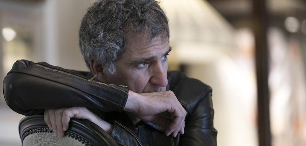 Mikel Erentxun presenta en Almería 'El hombre sin sombra'