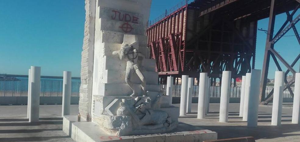 Aparecen pintadas nazis en el Monumento a las víctimas de Hitler