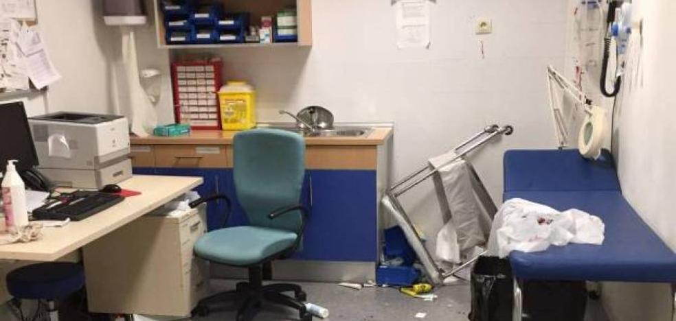 Brutal agresión de un paciente a dos médicos y dos enfermeras en un centro de salud