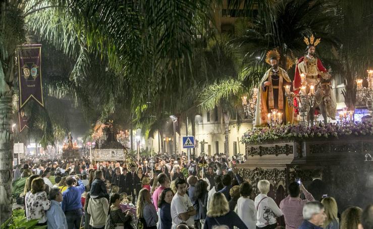 La ciudad costera celebró su magna procesión ante miles de personas