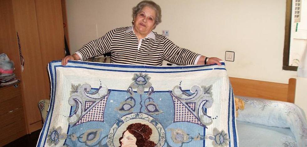 Muere en Lanjarón a los 92 años Tránsito Cabrera, la bordadora más veterana de la Alpujarra