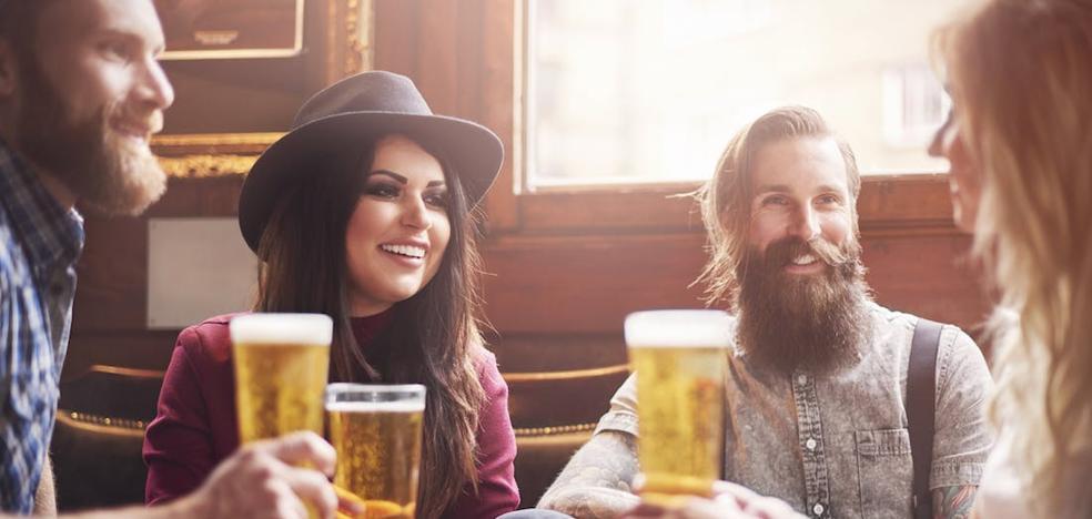 El sorprendente efecto del alcohol para hablar idiomas