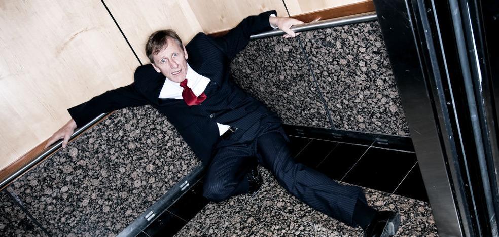¿Cómo salvar tu vida en un ascensor en caída libre?