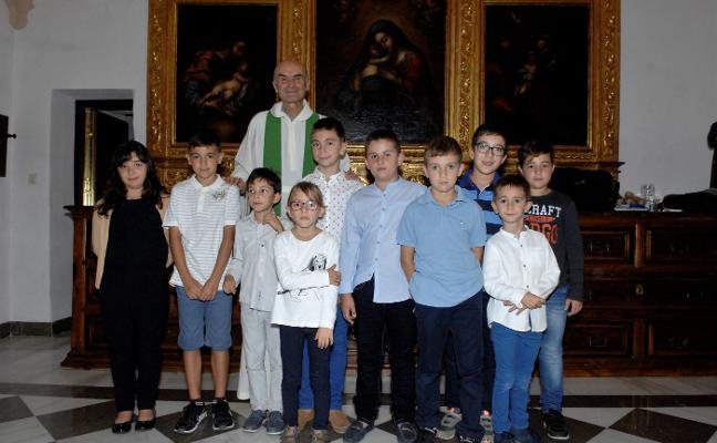 El sacerdote de Órgiva pone en marcha la escuela parroquial de monaguillos