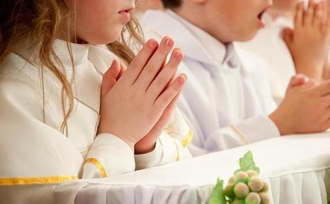 Un padre no quería que su hijo hiciera la comunión y la madre sí: el juez le da la razón a ella