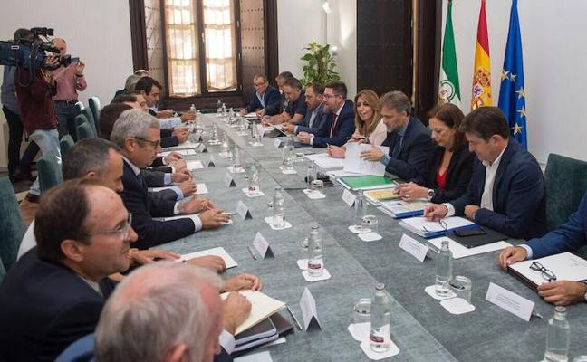 Susana Díaz se compromete con los regantes a agilizar las concesiones y exigir obras al Estado