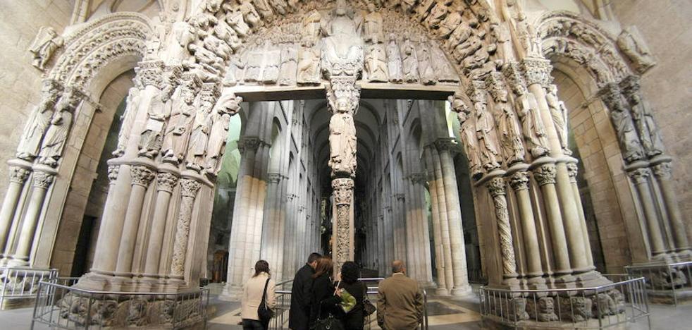 El Congreso pide a los Franco que devuelvan dos esculturas del Pórtico de la Gloria