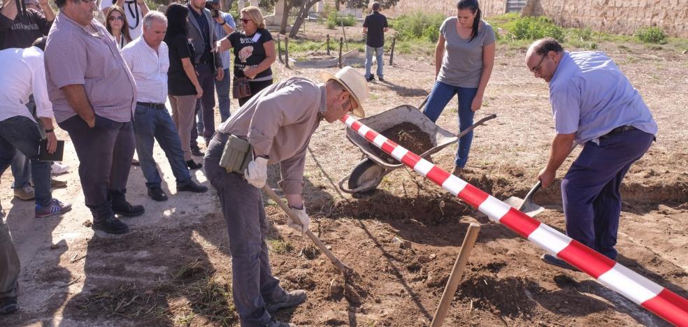 Comienza en Andalucía la mayor exhumación de cadáveres de recién nacidos «para encontrar bebés robados»