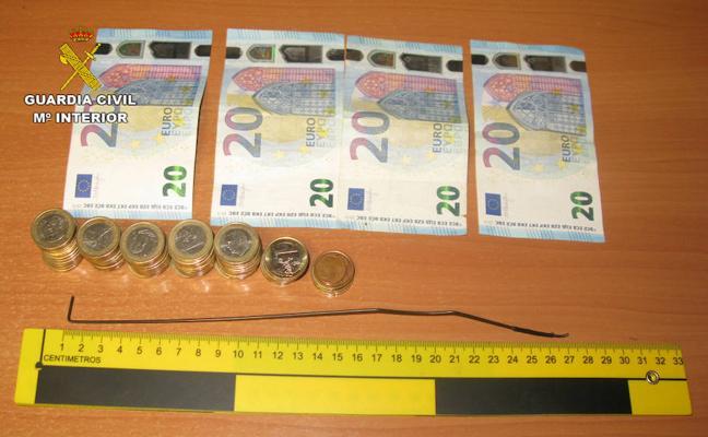 Dos jóvenes rusos con residencia en Almería roban con una varilla 3.000 euros de máquinas recreativas de bares de Granada