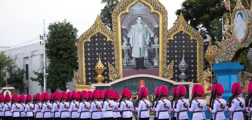 El imponente funeral más largo del mundo para el monarca más longevo