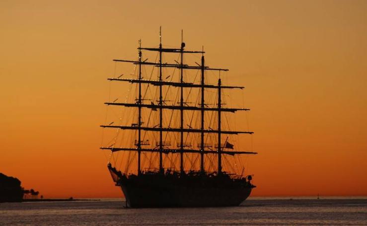 El velero más grande del mundo atraca en Motril: así es el Royal Clipper
